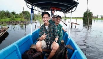 Berperahu Menyusuri Sungai Upang, Wisatawan Dibawa ke Era 80-an