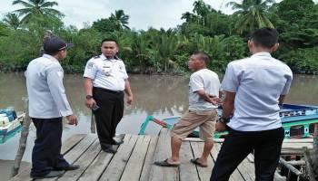 Cegah Kelebihan Muatan Jelang Mudik, Disperkimhub Bangka Tengah Periksa Kapal Laut di Pelabuhan Sungai Selan