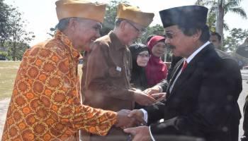 Di Hari Pahlawan, Wagub Babel Berikan Penghargaan kepada Veteran