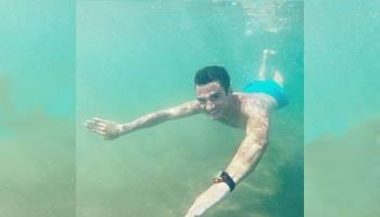 Foto: Liburan Dani Pedrosa di Laut