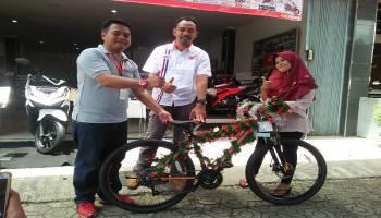 """Honda TDM Kelapa Berikan Hadiah Sepeda Dalam Program """"Lucky Draw"""""""