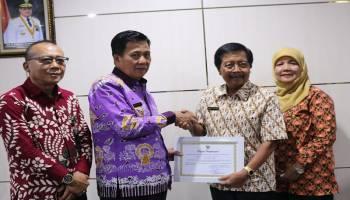 Ibnu Saleh Raih Penghargaan Sebagai Tokoh Pengembangan UKM di Bangka Tengah