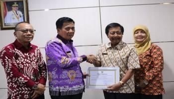 Ibnu Saleh Raih Penghargaan Tokoh Pengembangan UKM di Bangka Tengah