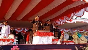 Kapolres Pimpin Upacara Penurunan Bendera di Muntok