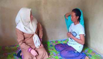Ketua TP PKK Kabupaten Bangka Tengah Kunjungi Warga yang Sakit