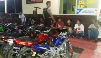 Lagi Nongkrong, 10 Pemuda Diajak Ikut Shaber dan Ngaber