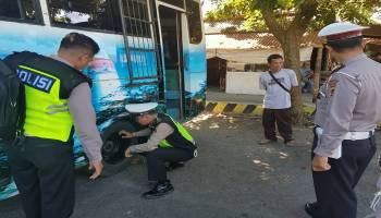 Polres Bangka Barat dan Dishub Lakukan Ramp-Check pada Angkutan Lebaran