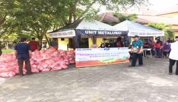 PT Timah Bagikan 500 Paket Sembako kepada Warga Kurang Mampu