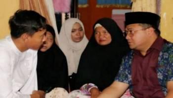 Safari Jumat, Gubernur Melayat ke Rumah Korban Lion Air JT610
