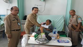 Wakil Bupati Salurkan Bantuan Semari Kepada Penderita Komplikasi Jantung