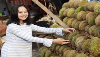 Yang Hobi Makan Durian, Baca Dulu 12 Manfaat Buah Berduri Ini